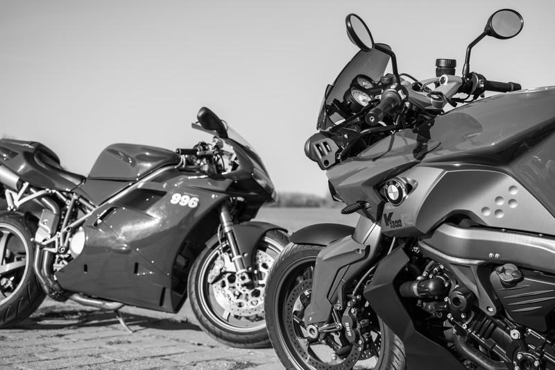 バイク白黒